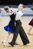 MINSK-WIT-RUSLAND, 19 MEI: Het niet geïdentificeerde Danspaar voert Juven uit Royalty-vrije Stock Foto's