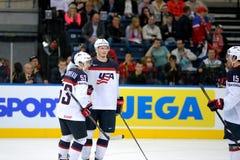 MINSK, WIT-RUSLAND - MEI 7: Het team van de V.S. viert binnen doel tijdens 2014 IIHF het Kampioenschapsgelijke van het Wereldijsh Stock Afbeeldingen