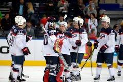 MINSK, WIT-RUSLAND - MEI 7: Het team van de V.S. viert binnen doel tijdens 2014 IIHF het Kampioenschapsgelijke van het Wereldijsh Royalty-vrije Stock Foto's