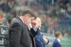 MINSK, WIT-RUSLAND - MEI 7: Laviolette Peter, hoofdbus van de V.S., reageert tijdens 2014 IIHF het Kampioenschapsgelijke van het  Stock Foto's