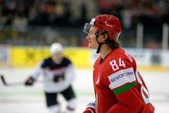 MINSK, WIT-RUSLAND - MEI 7: Mikhail Grabovski van Wit-Rusland kijkt tijdens 2014 IIHF het Kampioenschapsgelijke van het Wereldijs Stock Foto's