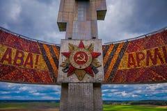 MINSK, WIT-RUSLAND - MEI 01, 2018: Sluit omhoog van herdenkings complex van Khatyn van de Tweede Wereldoorlogheuvel van Glorie, m Royalty-vrije Stock Afbeelding