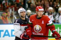 MINSK, WIT-RUSLAND - MEI 7: Tyler Johnson van de V.S. glimlacht tijdens 2014 IIHF het Kampioenschapsgelijke van het Wereldijshock Stock Foto's