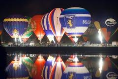 Minsk, Wit-Rusland 13-september-2014: de gloed van de hete luchtballon denkt na stock afbeelding