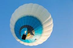 Minsk, Wit-Rusland 12-september-2014: mening van hete lucht die baloon vliegen stock afbeelding