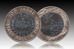 Minted zilveren niobmuntstuk 25 van Oostenrijk vijfentwintig euro 2003 geïsoleerd op gradiëntachtergrond royalty-vrije stock foto
