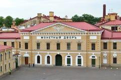 Mintkaramellbyggnad från höjd i Peter och Paul (i ryss: Petropavlovskaya) fästning i St Petersburg, Ryssland Royaltyfria Foton