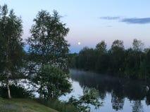 Minuit dans le nord de la Suède, Randijaur Photographie stock