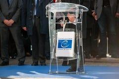 Minut av tystnad i hedersgåva till offren av Paris på Counen Arkivbild