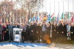 Minut av tystnad i hedersgåva till offren av Paris på Counen Arkivbilder