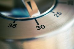 30 minut - Makro- Analogowy chrom kuchni zegar zdjęcie royalty free