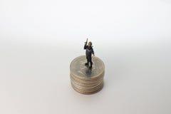 Minuta pacnięcie postaci stojak na monetach Zdjęcia Stock