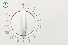 Minuterie minute de four à micro-ondes de l'analogue 35, macro plan rapproché de vintage de visage blanc analogue de cadran, nomb Photo libre de droits