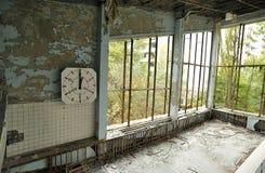 Minuterie sur le mur dans la piscine de bâtiment Photographie stock libre de droits