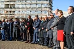 Minuto do silêncio no tributo às vítimas de Paris, o Conselho de Imagens de Stock