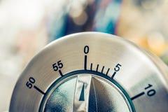 0 minutos/1 hora - temporizador análogo da cozinha de Chrome imagens de stock