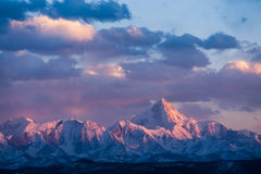Minya Konka wysoka góra w Sichuan, Chiny, w słońcach obraz stock