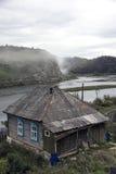 Minyar Casa en los bancos de la charca Foto de archivo