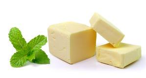 Minze und Stock von Butter auf weißem Hintergrund Lizenzfreies Stockbild