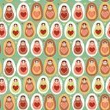 Minzen-Rosabraun matryoshka Puppen des nahtlosen Musters russisches Stockfotografie