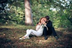 Miłość i afekcja między młodą parą Zdjęcia Stock