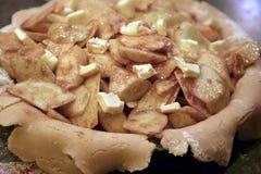 miodem jest jabłka jabłczany przygotowania ciącym jajek płatków świeżym wliczając dojnego owsa kulebiaka przygotowywał stół Obraz Royalty Free