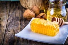 Miodowa chochla i honeycomb Obrazy Royalty Free