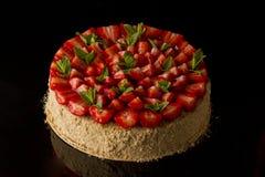 Miodowy rosjanina tort który truskawki zdjęcia stock
