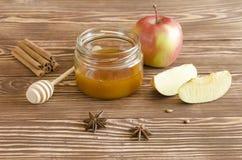 Miodowy słój, jabłka i pikantność, Zdjęcia Stock