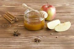 Miodowy słój, jabłka i pikantność, Obraz Stock