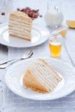 Miodowy tort z waniliową śmietanką Fotografia Stock