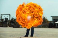 Miotacz ognia w akci Miotacza ognia operacyjny test obrazy stock