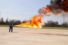 Miotacz ognia w akci Miotacza ognia operacyjny test fotografia royalty free