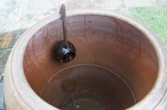 Miotacz wodna i drewniana łyżka out koks Zdjęcie Royalty Free