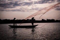 Miotanie sieć rybacka w Wietnam obrazy royalty free