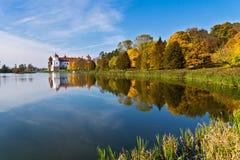 Mir城堡在秋天 免版税库存照片