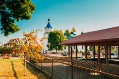 Mir, Λευκορωσία Παλαιά Ορθόδοξη Εκκλησία της ιερών τριάδας και των αγορών Στοκ Φωτογραφίες