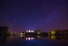 Mir, Беларусь Сценарный взгляд ночи комплекса замка Mir Стоковые Фотографии RF