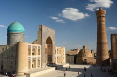 Mir-jag-arab madrasah & Kalyan minaret Komplex Po-jag-Kalyan byggda uzbekistan royaltyfri foto