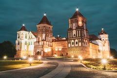 Mir Vitryssland Belysning för Mir Castle Complex In Evening nattbelysning berömd landmark UNESCOarv _ royaltyfria foton