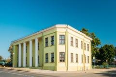 Mir Vitryssland Gammal byggnad av den tidigare banken och administrationen av Arkivbild