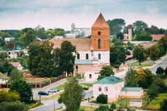 Mir Vitryssland Landskap av byhus och Sanka Nicolas Roman Catholic Church Mir, Vitryssland berömd landmark royaltyfri fotografi