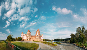Mir Vitryssland Mir Castle Complex On Blue Sunny Sunset Sky Backgr Arkivfoton