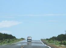 Miraż na autostradzie z samochodem fotografia royalty free