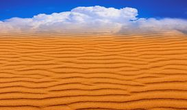 Miraż w pustyni Imaginacyjny wizerunek niebo zdjęcie stock