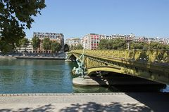 Mirabeau桥梁(巴黎法国) 免版税库存图片