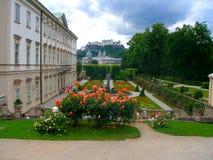 Mirabell庭院的美丽的景色 免版税图库摄影