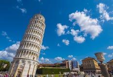 Miracoli kwadrat z Pisa katedrą i Oparty wierza, 2017 PISA WŁOCHY, WRZESIEŃ 13 - Fotografia Royalty Free