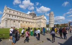 Miracoli kwadrat z Pisa katedrą i Oparty wierza, 2017 PISA WŁOCHY, WRZESIEŃ 13 - Fotografia Stock