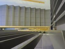 Mirada abajo de escalera interna de un nuevo edificio Fotografía de archivo libre de regalías
